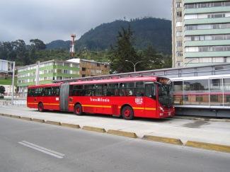 Avenida_Tercera_barrio_Germania_Bogotá_bus_Transmilenio